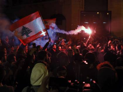 Economic death spiral makes  Lebanon look to Iran for help