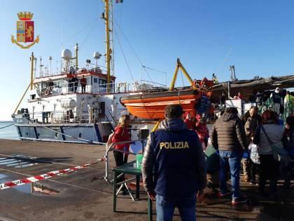 Taranto, a bordo della Sea Watch 3 uno scafista