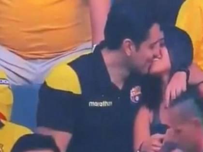 Ecuador, bacia l'amante durante la partita: ripresi dalle telecamere