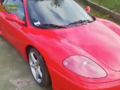 Il reddito di cittadinanza a chi ha la villa e la Ferrari: blitz anti-furbetti