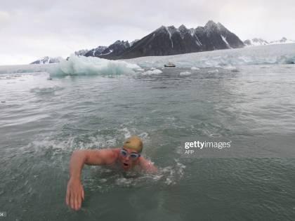 Lewis Pugh, il primo uomo capace di nuotare sotto la calotta antartica