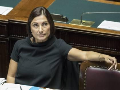 La Morani fa il referendum sulla sua pettinatura