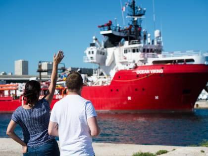 """Altri 59 migranti a bordo della Ocean Viking, Salvini: """"Il governo li farà sbarcare dopo il voto?"""""""