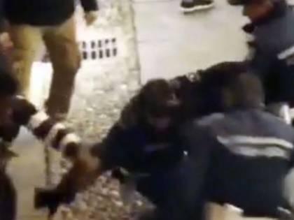 Sanremo, africano reagisce a controllo, 4 agenti per fermarlo