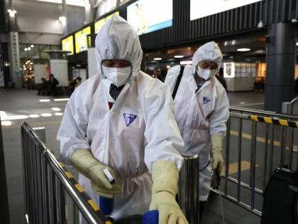 """Cina, gli """"angeli bianchi"""" che combattono il coronavirus"""