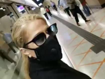 "Coronavirus, Heather Parisi a Hong Kong con la mascherina: ""Pronti a tutto"""