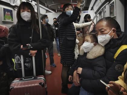 """Le voci dall'inferno di Wuhan: """"Ora viviamo segregati in casa"""""""