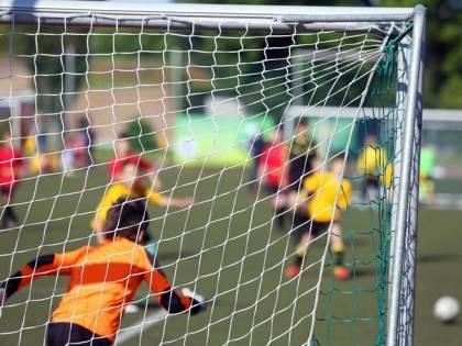 """""""Speriamo ti venga il virus"""", ragazzino cinese insultato su campo di calcio"""