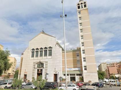 Ubriaco entra in una chiesa romana e semina il panico