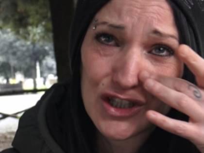 Il Comune non paga il buono casa, Marina in strada con 4 figli