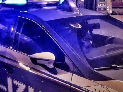 23enne uccide il padre, poi carbonizza il corpo