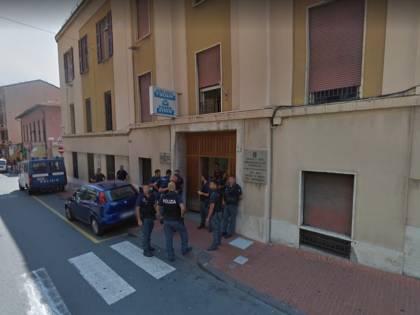 Ventimiglia, algerino pesta 3 agenti in commissariato: ora in carcere