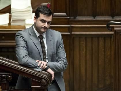 """""""Porci, mafiosi..."""": Bizzarri zittisce Sibilia"""
