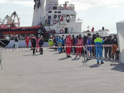 Open Arms, terminate le operazioni di sbarco dei migranti