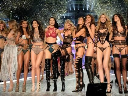 """Ecco """"l'inferno"""" degli angeli di Victoria's Secret, un'inchiesta rivela nuovi casi di abusi e molestie"""