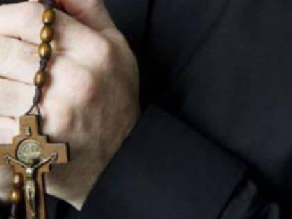 """La Cei chiama a raccolta gli italiani: """"Recitate il rosario"""""""