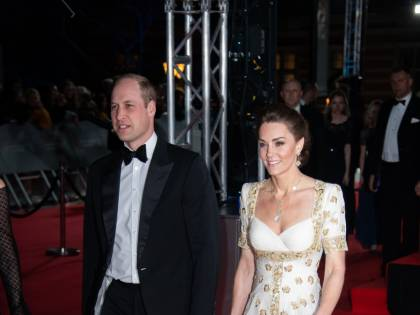 Il principe William prova a fare il re, mentre la Regina è in isolamento