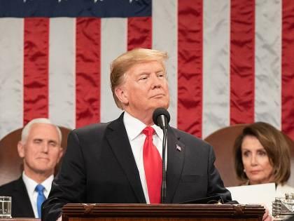 """Trump: """"Il meglio deve venire"""". E Pelosi straccia il suo discorso"""