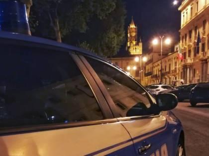 Ubriaco sullo scooter scappa all'alt e aggredisce i poliziotti: arrestato