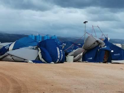 Foggia, il vento spazza via la tendopoli dei migranti