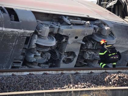 """Treno deragliato, gli operai: """"Pezzo difettoso"""". Ma l'ipotesi non convince"""