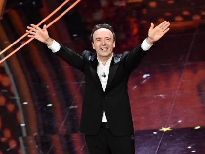 Roberto Benigni si prende la scena a Sanremo