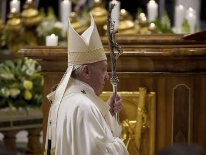 """Chiesa divisa sui preti sposati. Ma il Papa frena i progressisti: """"Nessuna svolta"""""""