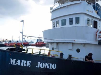 """La nave dei centri sociali batte cassa: """"Torniamo in mare, ma servono soldi"""""""