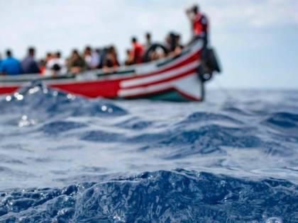 """L'appello di Boldrini, Dem e renziani: """"L'Italia salvi i 55 migranti dispersi"""""""