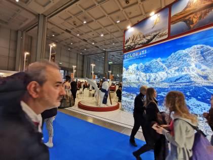 Veneto Outdoor: 400 itinerari con l'App. La Toscana raccontata dai turisti con un hastag