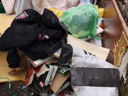 Le immagini della discarica abusiva di via Santa Chiara