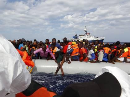 Migranti salvati dall'Aita Mari: fermati gli scafisti