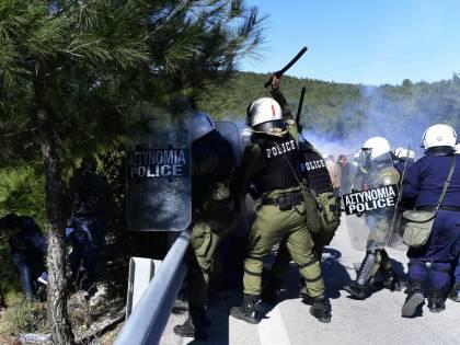 """Migranti, il grido di Atene: """"Da Erdogan un attacco pianificato all'Europa"""""""