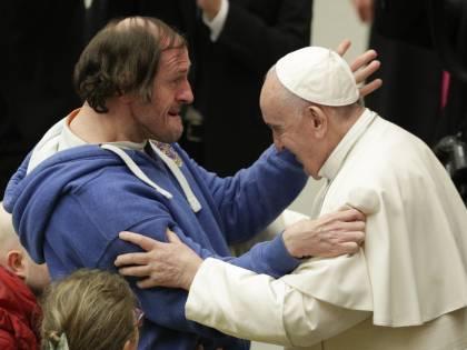 """Il Papa tuona nel nuovo libro: """"I populisti si credono Dio"""""""