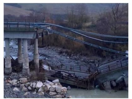 Siena, crollato un ponte pericolante: era chiuso dal 2014