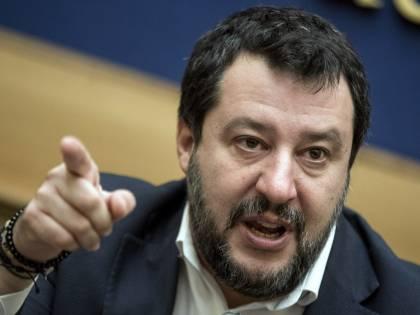 """Virus, Salvini contro il governo: """"Se il decreto resta così, insufficiente e frammentato, non lo votiamo"""""""