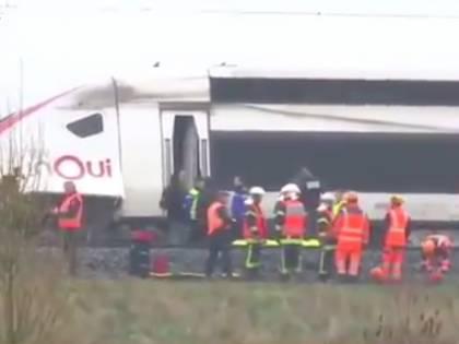 Francia, deraglia la motrice di un treno Tgv: grave il macchinista