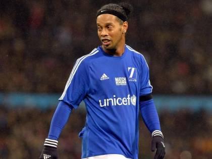 Ronaldinho resta in carcere: ora è accusato di riciclaggio di denaro