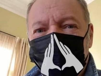 """Il fan contesta Vasco per le mascherine, lui lo zittisce: """"Datti fuoco"""""""