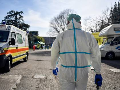 Coronavirus, donna in quarantena con marito morto in casa