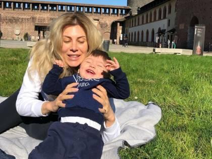 """Paola Caruso a spasso per Milano, il web insorge: """"Sei da denuncia, stai a casa"""""""