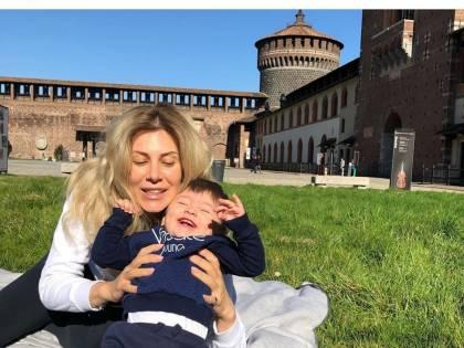 """Selvaggia Lucarelli contro la Caruso: """"Posta foto all'aperto"""""""