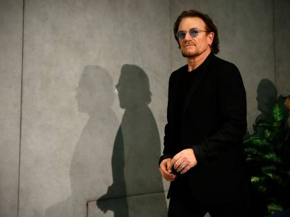 Bono degli U2 canta per l'Italia