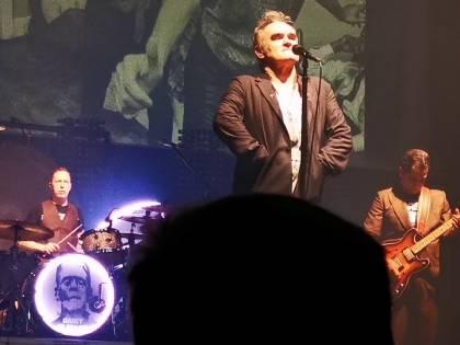 """Coronavirus, Morrissey fuori controllo: """"Per il virus mi cancellano il tour"""""""