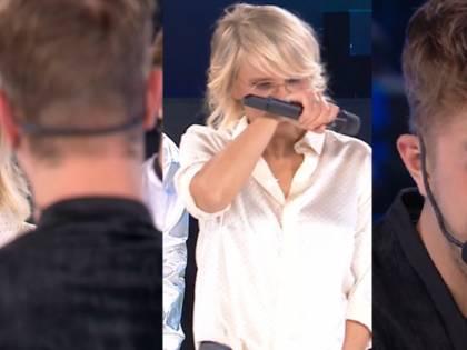 """Amici, Maria De Filippi saluta l'eliminato in lacrime: """"Sei perbene"""""""