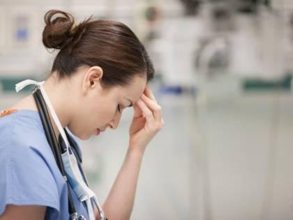 """Niente affitto per l'infermiera. """"Hanno paura di noi. Siano soli"""""""