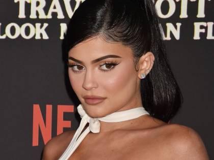 """Kylie Jenner preoccupata per i fan: """"State a casa. Nessuno è immune"""""""