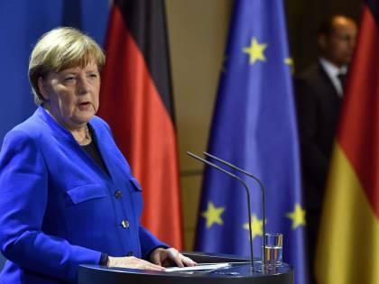 """Il """"doppio gioco"""" della Merkel: ecco come salva le sue aziende"""