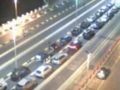 """Messina, lunghe file per sbarcare in Sicilia. Musumeci: """"Non siamo carne macello"""""""