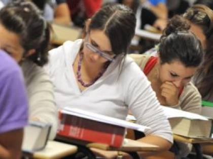 Coronavirus, la scuola pensa agli esami di maturità online